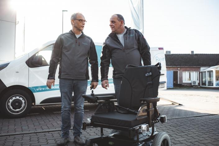 Team Reinecke Sanitätshaus aus Winsen an der Luhe bei Hamburg mit Rollstuhl